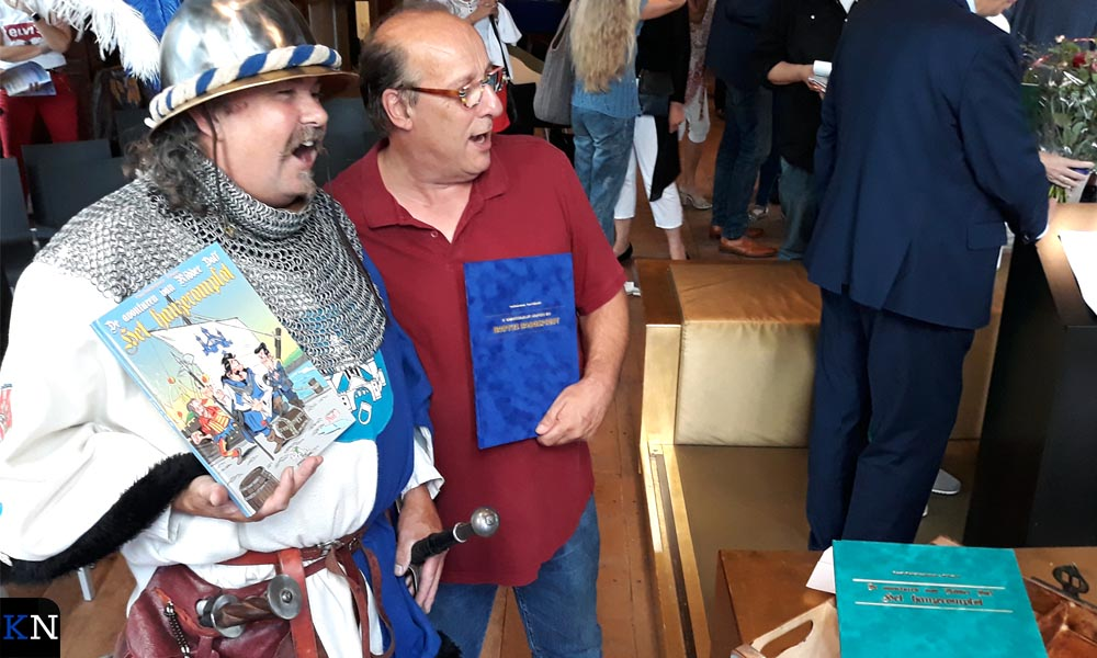 Bertus Krabbe en Peter Vader kregen beiden een speciale editie van 'hun' stripalbum.