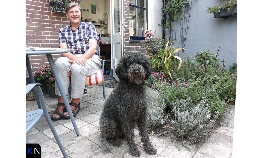 Paul Reichenbach, organisator van het Kamper Stripspektakel, met Yara.