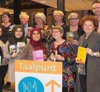 Certificaten uitgereikt aan twaalf nieuwe taalcoaches