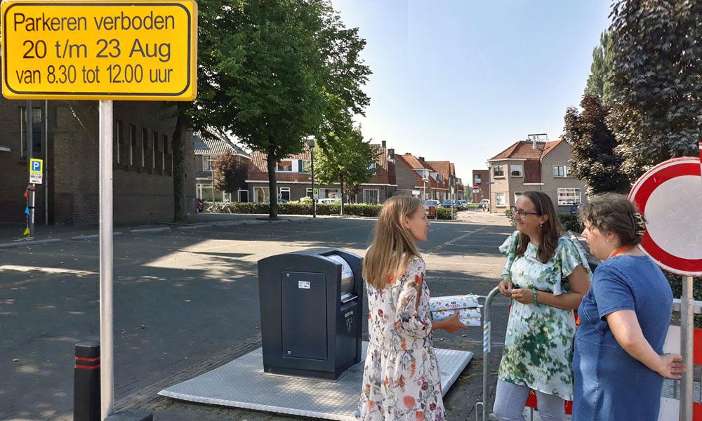 De organisatie van de Westerkerk bij hun parkeerplaats.