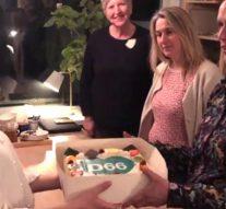 Stichting Weg van Kunst verrast met taart (video)