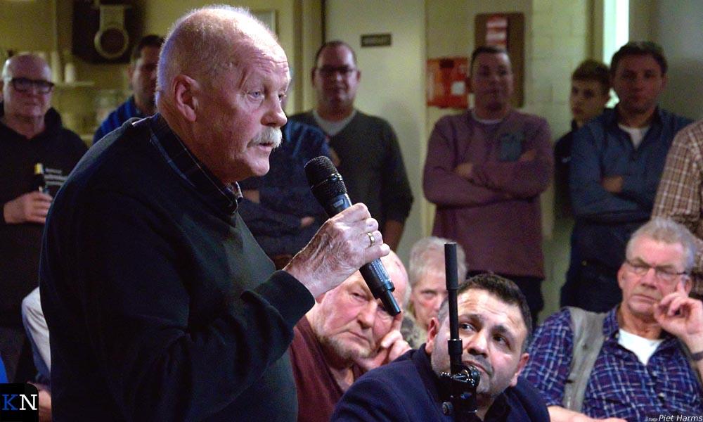 Uit het publiek werden diverse vragen gesteld aan de politici rondom de debattafel.