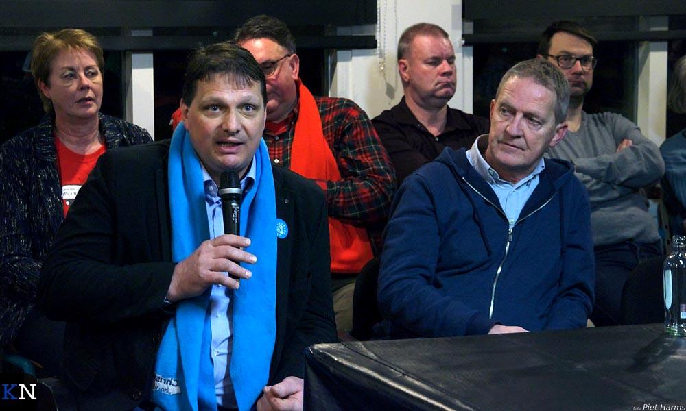Jan Willem Schutte (CU) aan het woord met naast zich Piet Bergstra (GBK).