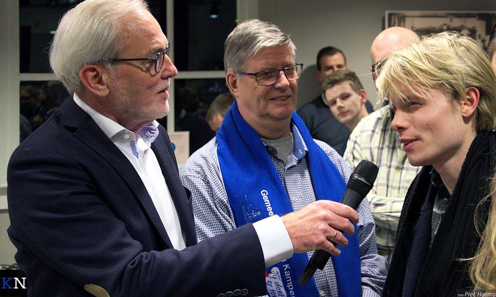 Piet van Ommen vraagt in de zaal een reactie van stadsdichter Corjanus.