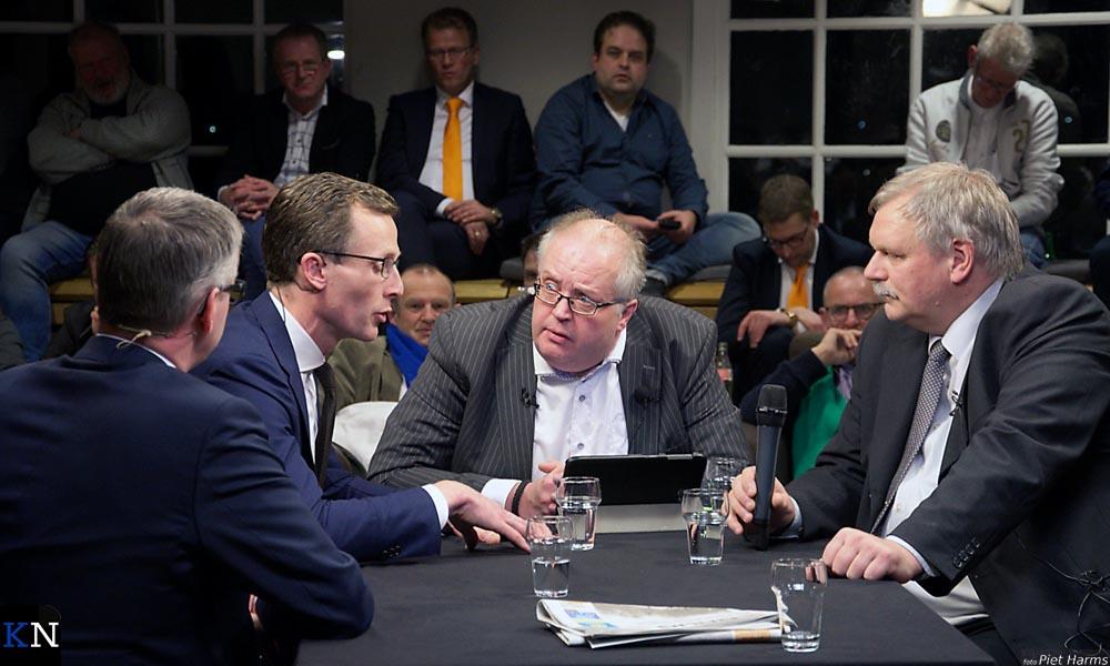 V.l.n.r. Spaan (SGP), Wijnja (D66), Schluter (vz.) en Holtland (GBK).