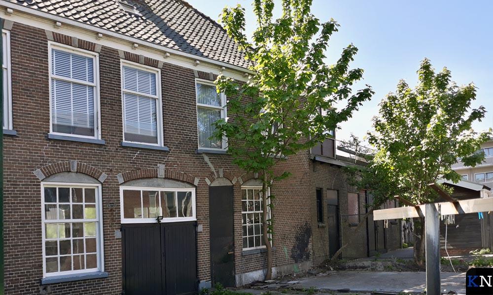 Achterzijde van de met sloop bedreigde karakteristieke huizen aan de Veerweg in Brunnepe (Kampen).