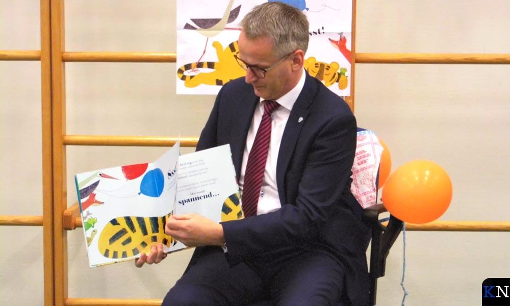 Wethouder Spaan leest voor tijdens de Nationale Voorleesdagen 2018.