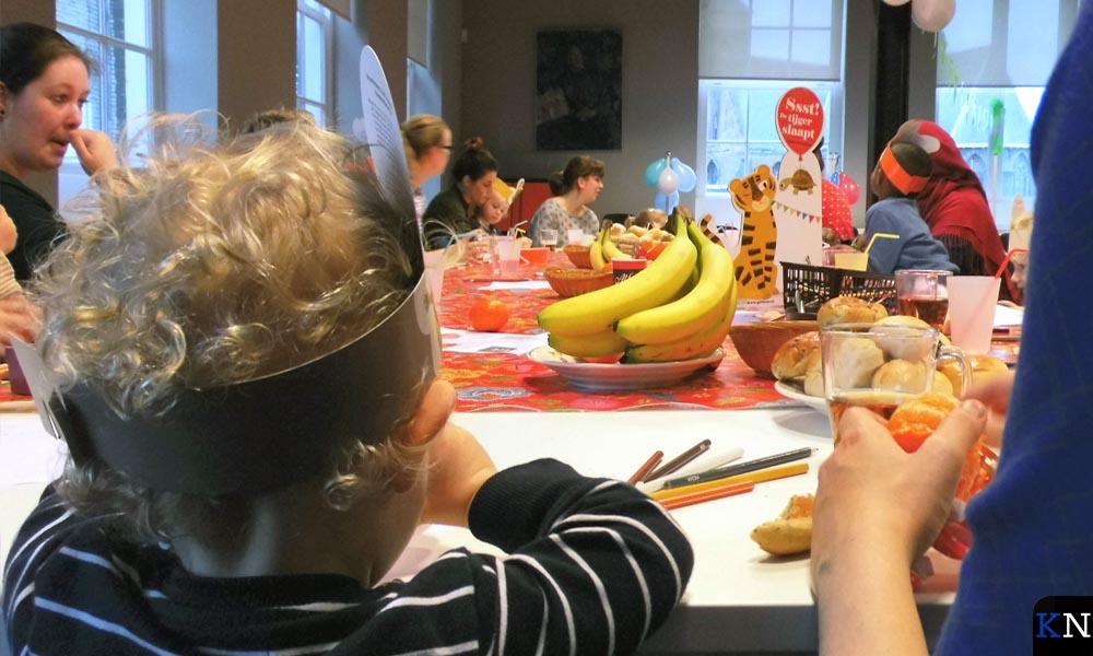 Voorleesontbijt bij BoekStart in Dirk van Sliedregtzaal van de Stadskazerne.