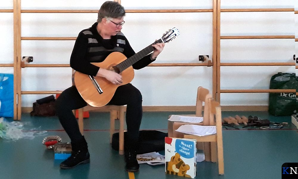 Annet van der Veen geeft een muziekworkshop rondom het Prentenboek van het Jaar.