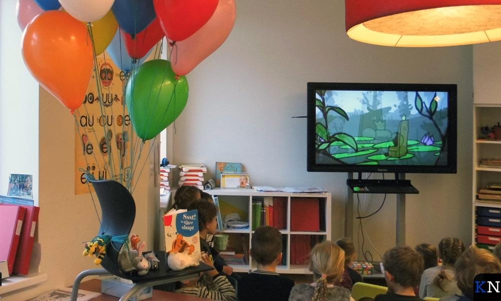 De ballonnen waarmee over de tijger heen gezweefd werd volgens het Prentenboek van het Jaar.