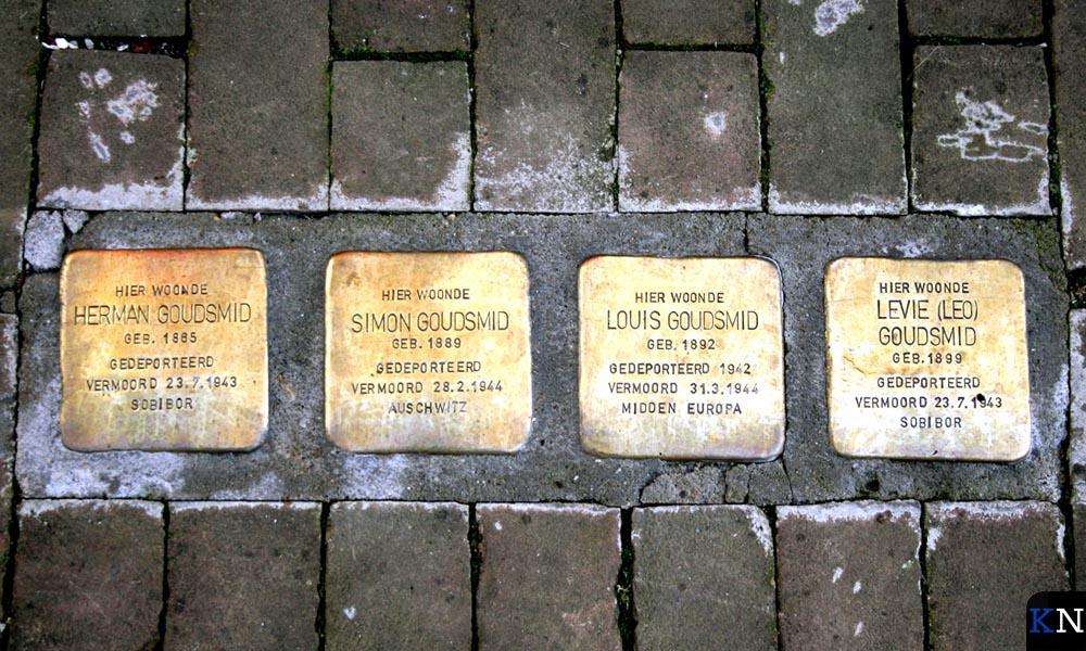 De Stolpersteine in de Venestraat herdenken de deportatie van familie Goudsmid.