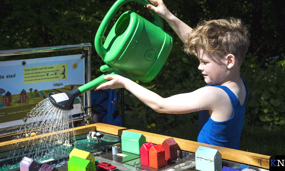 De klimaattafel bij de activiteiten over duurzaamheid op het Bevrijdingsfestival Overijssel.