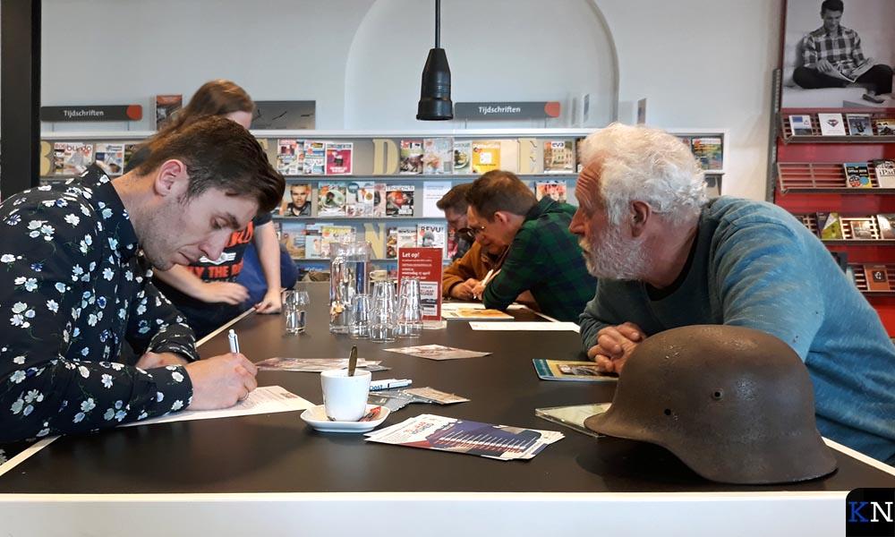 Reijer van 't Hul vertelt zijn verhaal aan RTV Oost.