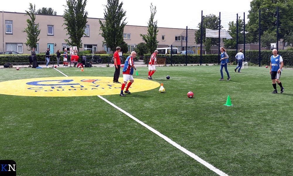 De clinic Walking Football werd gehouden op het Cruyff Court in Brunnepe