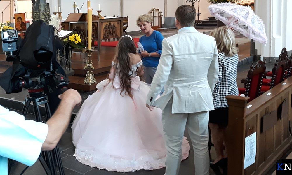Rachel bereidt zich voor de op doopdienst.