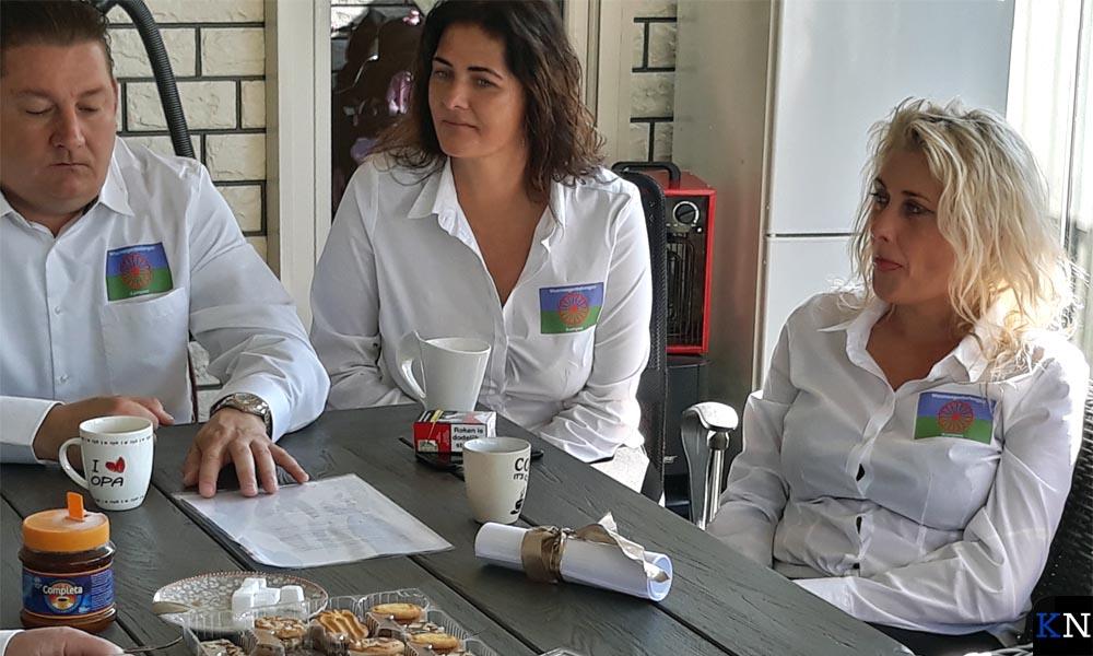 Na ondertekening van de akte was er koffie met veel lekkers.