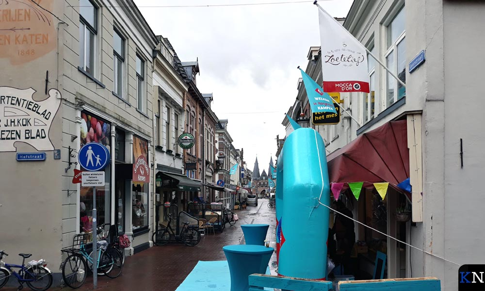 Doorkijkje door de Geerstraat met rechts op de hoek Zoetelief.