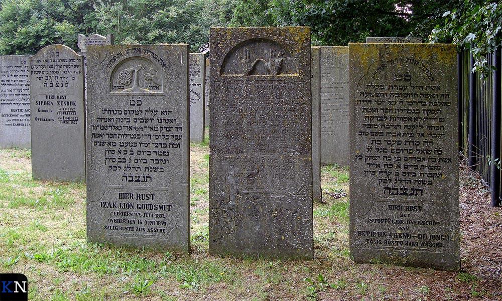 De Joodse begraafplaats in IJsselmuiden.