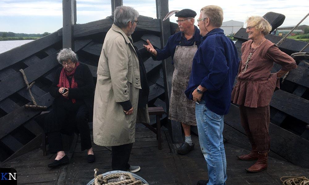 Sis en Maarten van Rossem op de voorplecht van de Kamper Kogge.