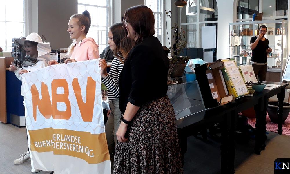 Drie jonge ambassadrices vertelden over de bijenvereniging.