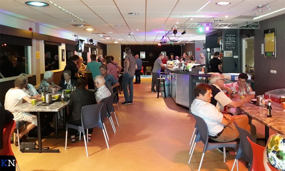 Sportcafé de Reeve stroomde vol met feestgangers.