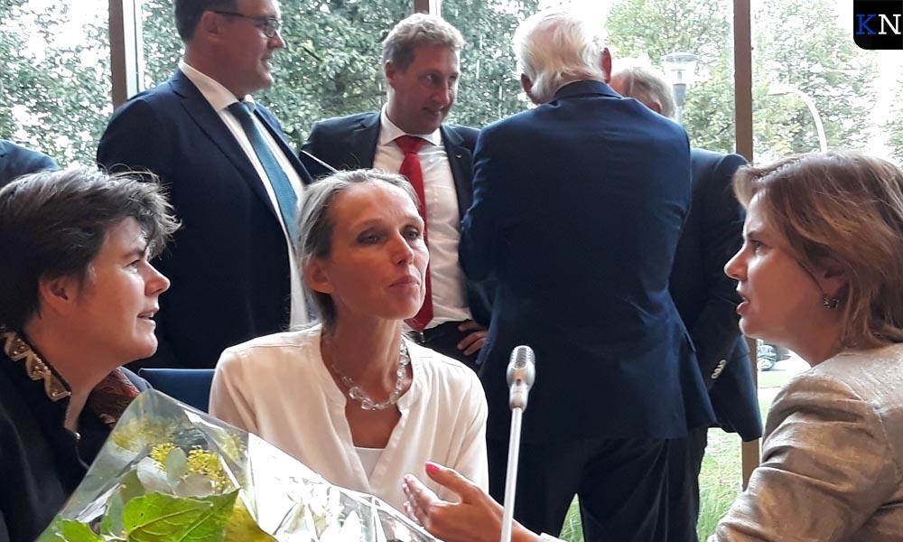 Mevrouw de burgemeester, dijkgraaf en minister tijdens een lezing in Flevoland.