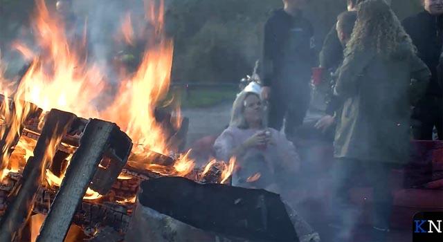 Kamper jaarwisseling vredig verlopen ondanks carbidgeweld (video)