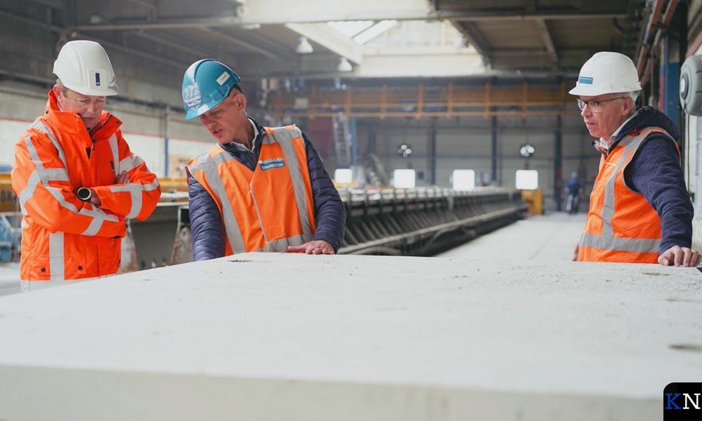 Bouw van de onderdelen voor het eerste circulair viaduct van Nederland.