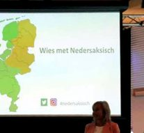 Zwartewaterland vergadert in dialect (video)