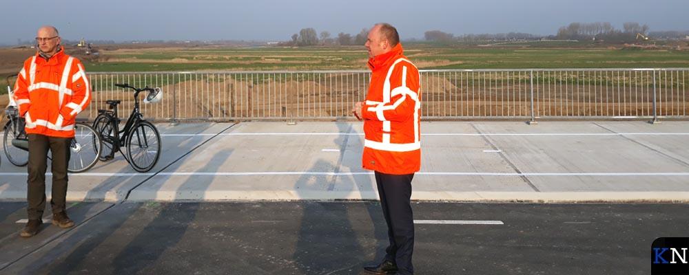 Er wordt uitleg gegeven over de vernieuwde Kamperstraatweg.