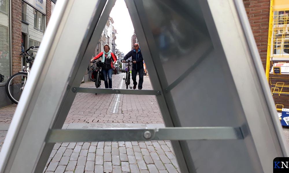 Inkijk in de Broederstraat vanaf de Oudestraat.