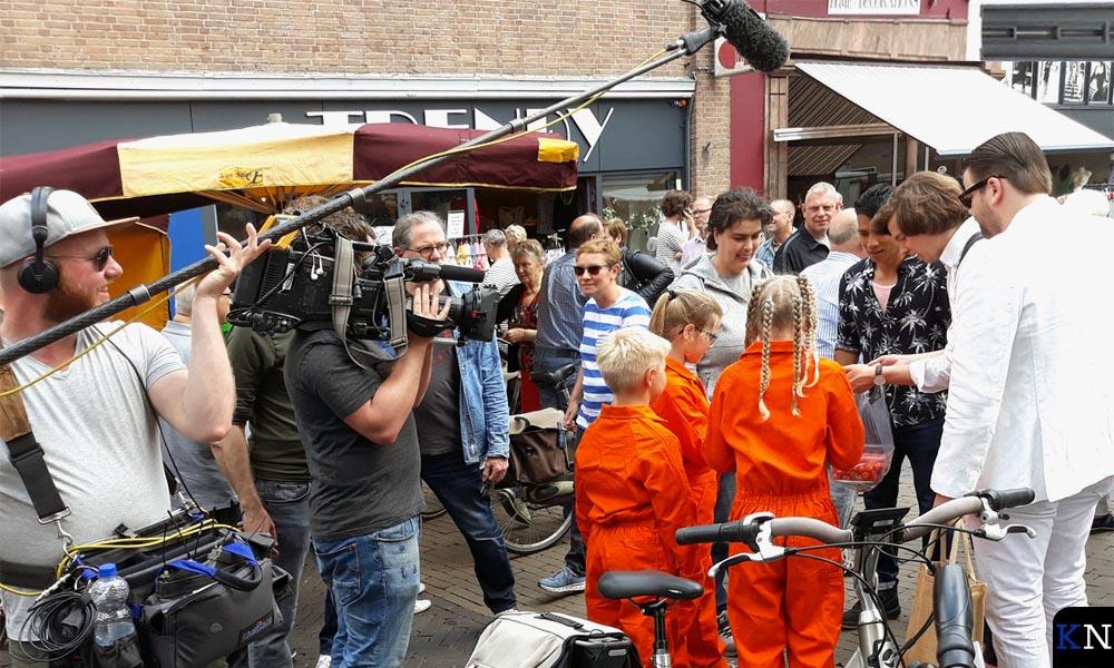 """'s Middags werden er voor """"Hou 't Schoon – de Afvalrace"""" opdrachten in de binnenstad uitgevoerd."""