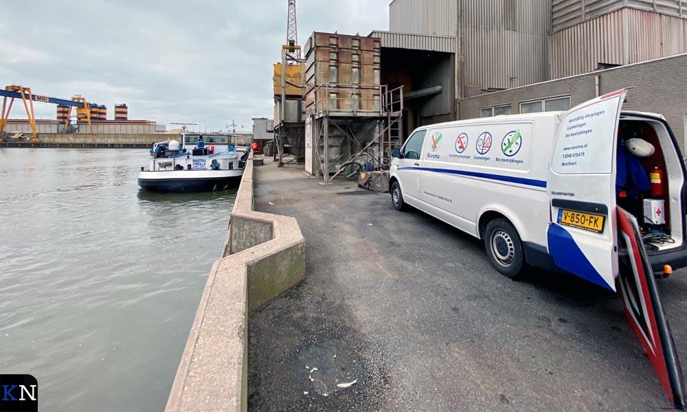 Fosfineschepen aan de loskade van Graansloot in Kampen.