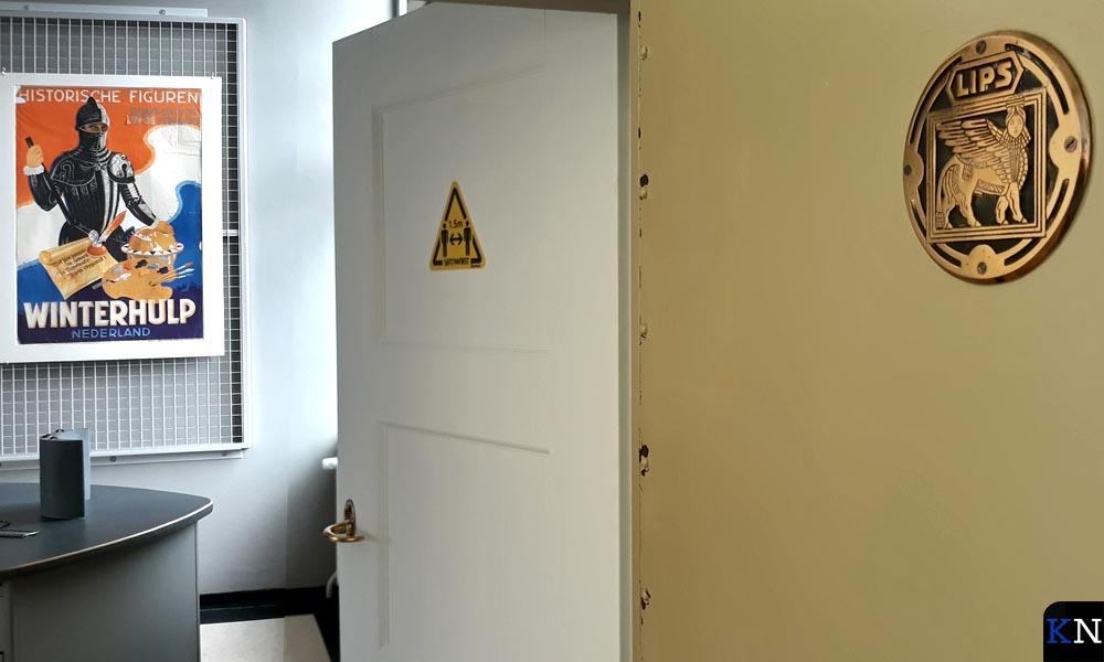 Tegenwoordig geeft de kluisdeur toegang tot een expositieruimte van het SNS Historisch Centrum.