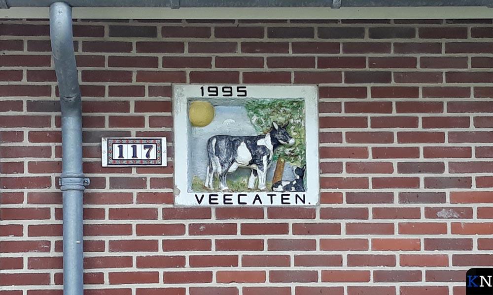 Het ouderlijk huis van Jacolien de Groot heeft ook een fraaie gevelsteen.