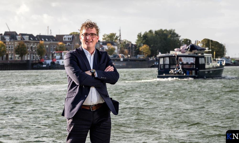 """Wim Duitman aan de IJssel voor """"zijn"""" Hanzestad Kampen."""