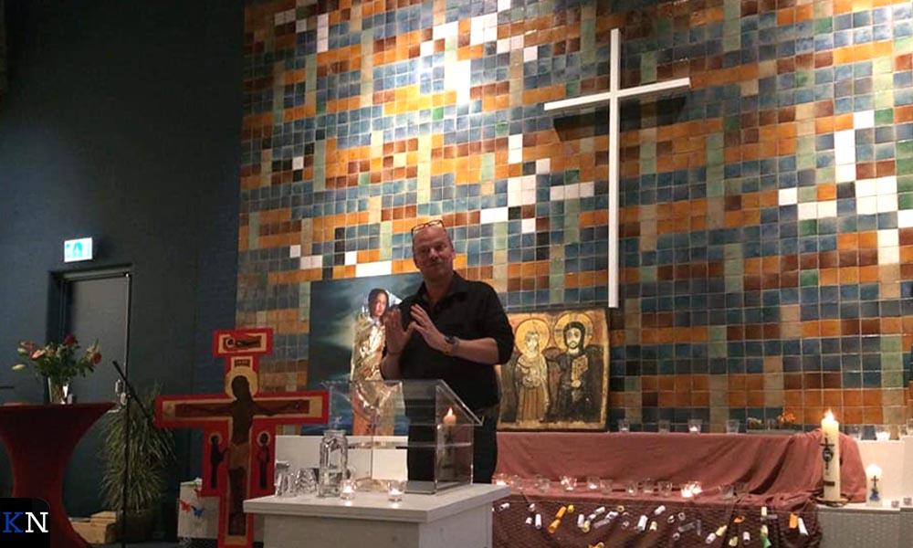 Jaap Boersma ging ook voor in de Haagse Bethelkerk om de estafettedienst gaande te houden.