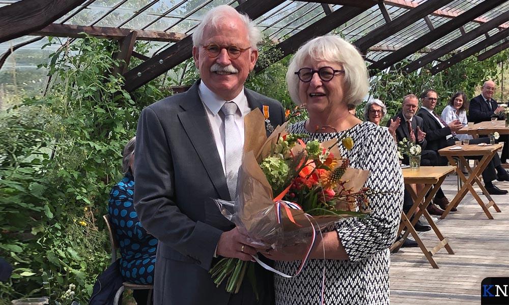 Dhr. H.J. van Putten en zijn vrouw ontvangen na zijn benoeming tot Lid in de Orde van Oranje-Nassau.