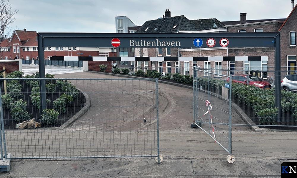 De oprit naar de eerste verdieping van de parkeergarage Buitenhaven aan de kop van de Noordweg in Brunnepe.