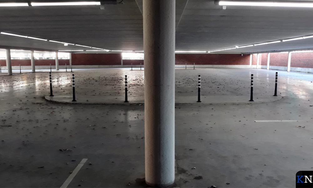 Het gesloten benedendek van Parkeergarage Buitenhaven.