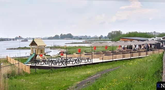Paviljoen Hanzezicht grendelt Kamper strandje af (video)