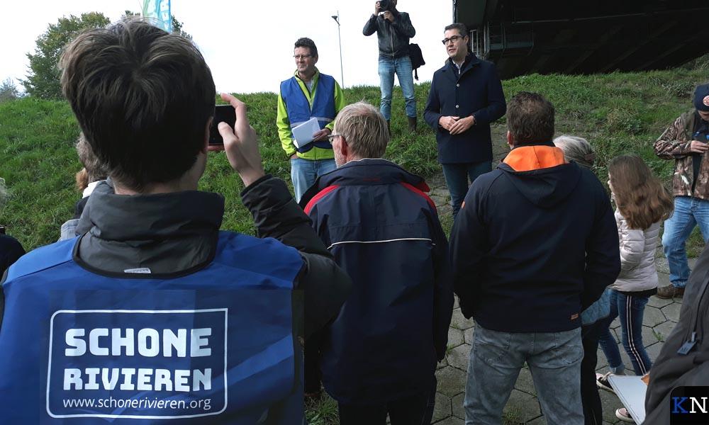 Peter Mol en Jan Peter van der Sluis heten de vrijwilligers welkom.