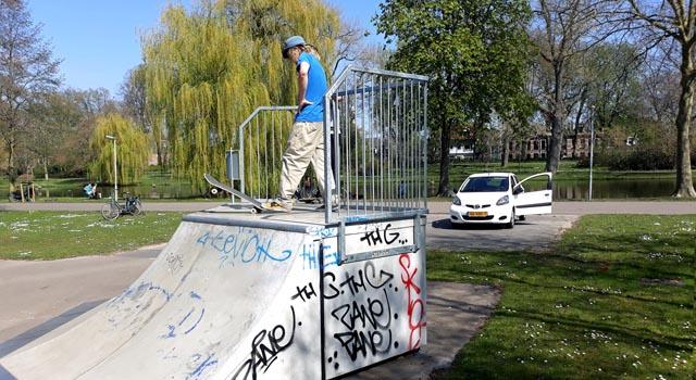 Skaters geven demonstratie en uitleg (video)