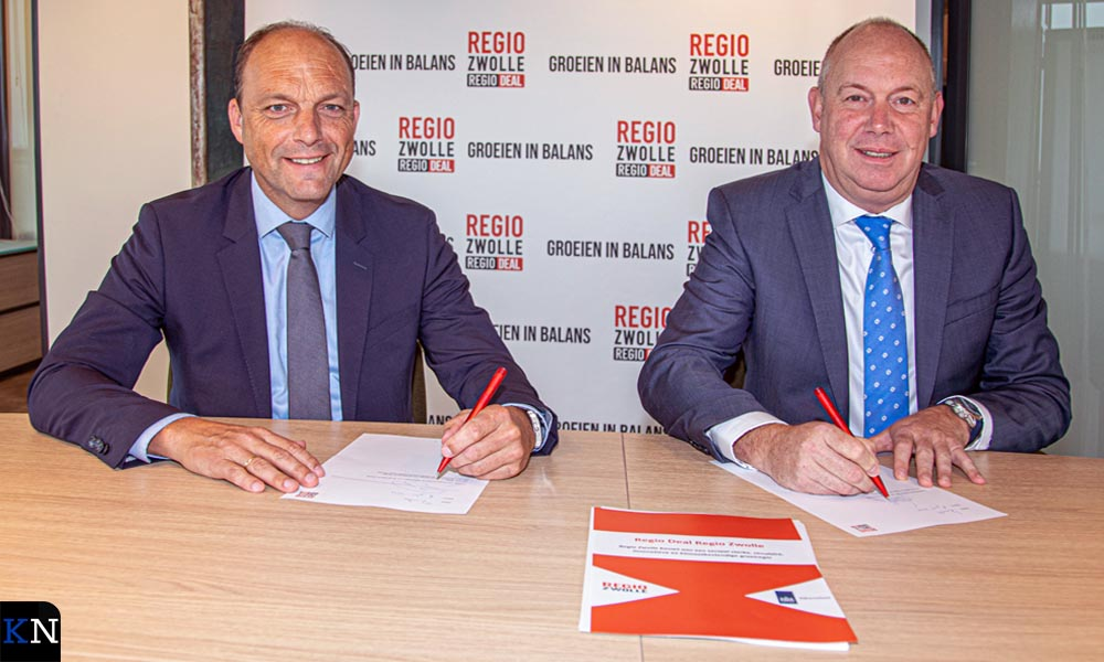Peter Snijders en Bert Boerman ondertekenen de Regio Deal voor Regio Zwolle.