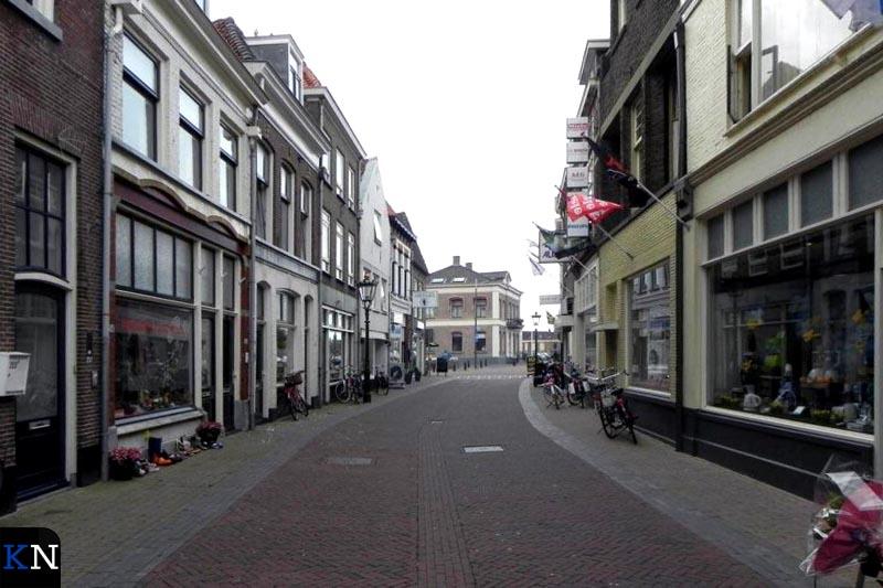 De Oudestraat benedenstrooms in Kampen.