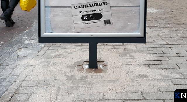 Experiment met voetloos stoepbord in Oudestraat