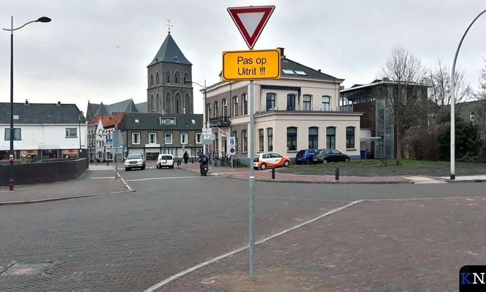 De Noordweg wordt als uitrit op de Oranjesingel beschouwd dat dubbelop wordt aangeduid.