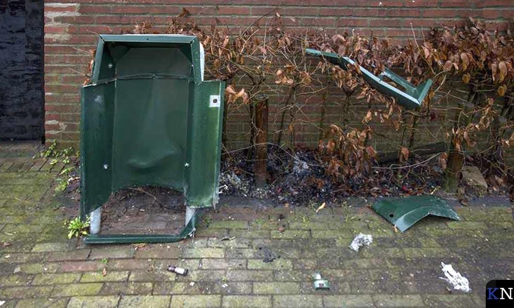 Door vuurwerk opgeblazen afvalbakken is een veelvoorkomende schade tijdens de jaarwisseling.