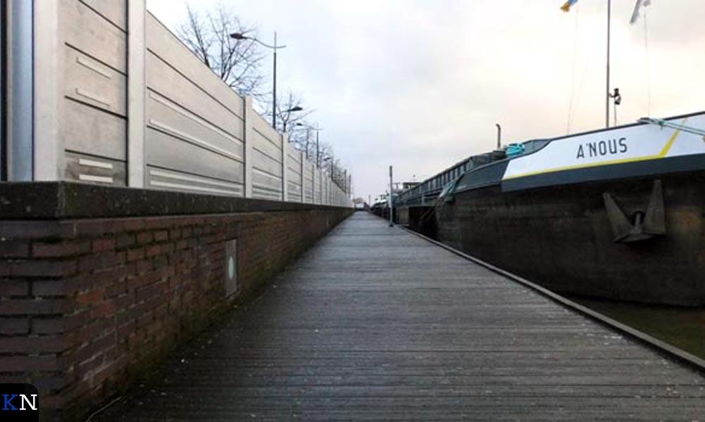 De gesloten waterkering langs de IJsselkade van Kampen.