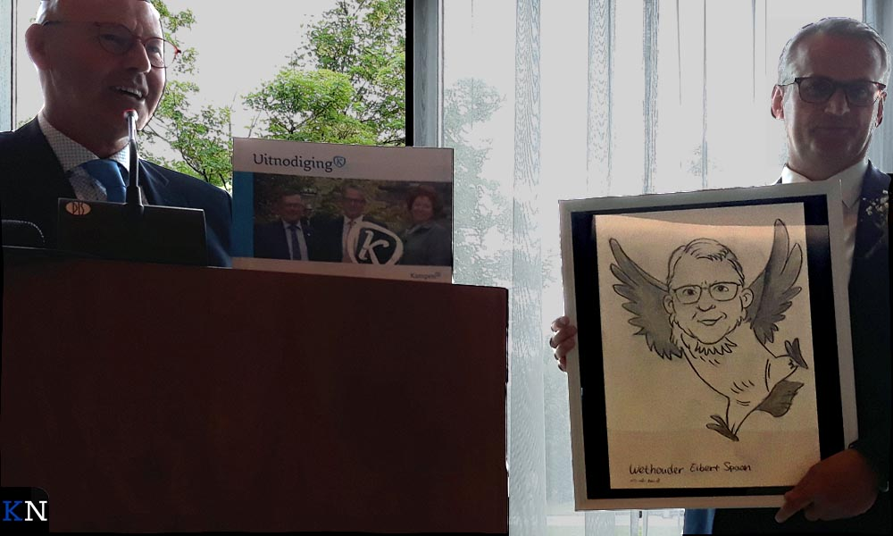 Eibert Spaan krijgt een cartoon mee die hem als uil voorstelt.